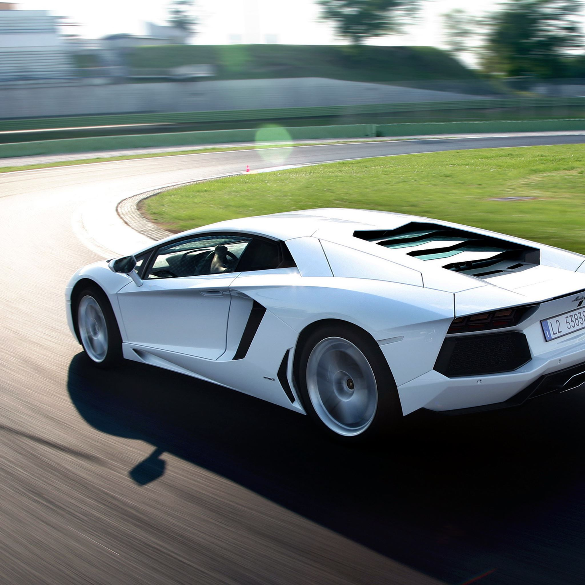 Lamborghini Aventador iPad Air wallpaper