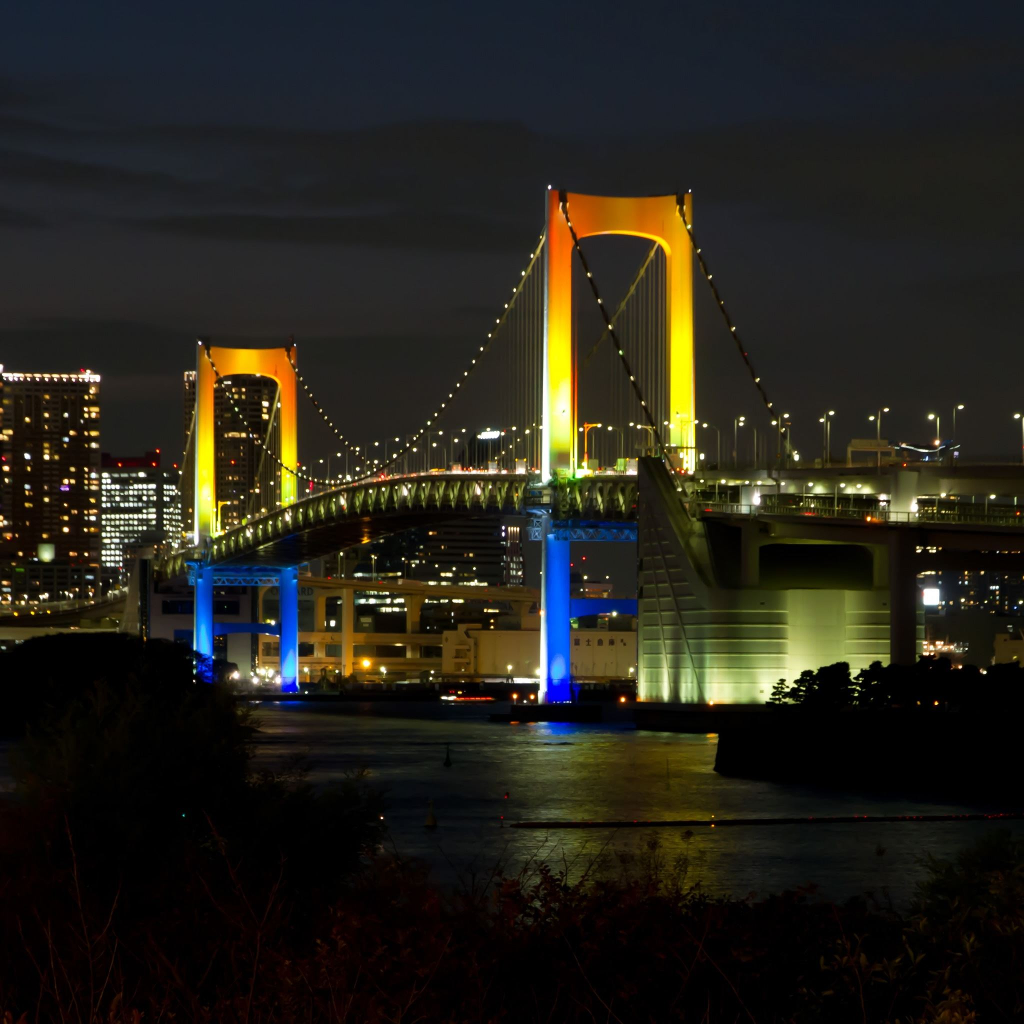 Tokyo Rainbow Bridge iPad Air wallpaper