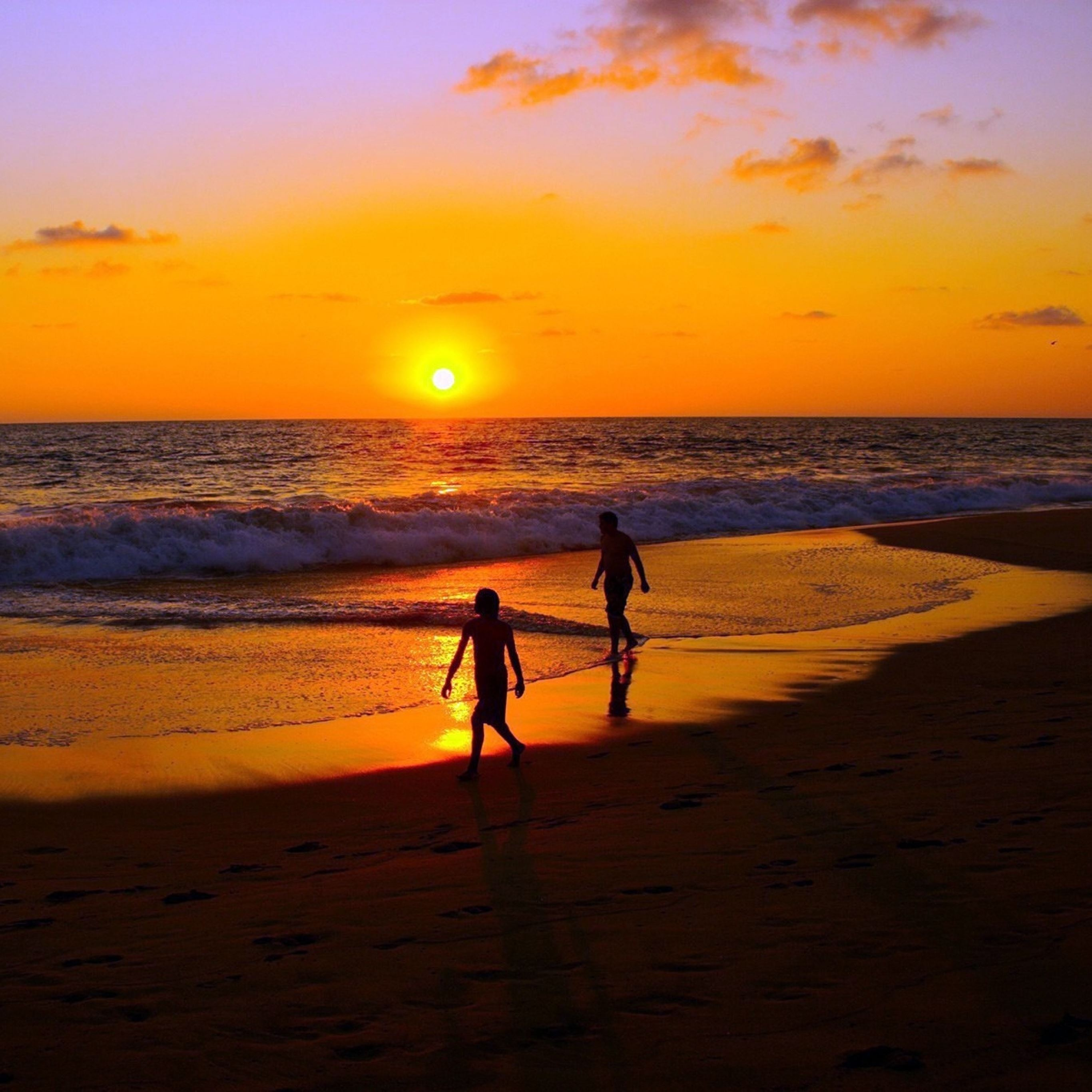 Sea sunset couple walk sand iPad Pro wallpaper