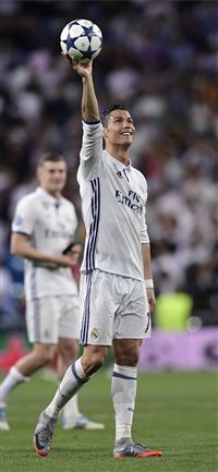 Cristiano Ronaldo praises Real Madrid's team ethic... iPhone 11 wallpaper