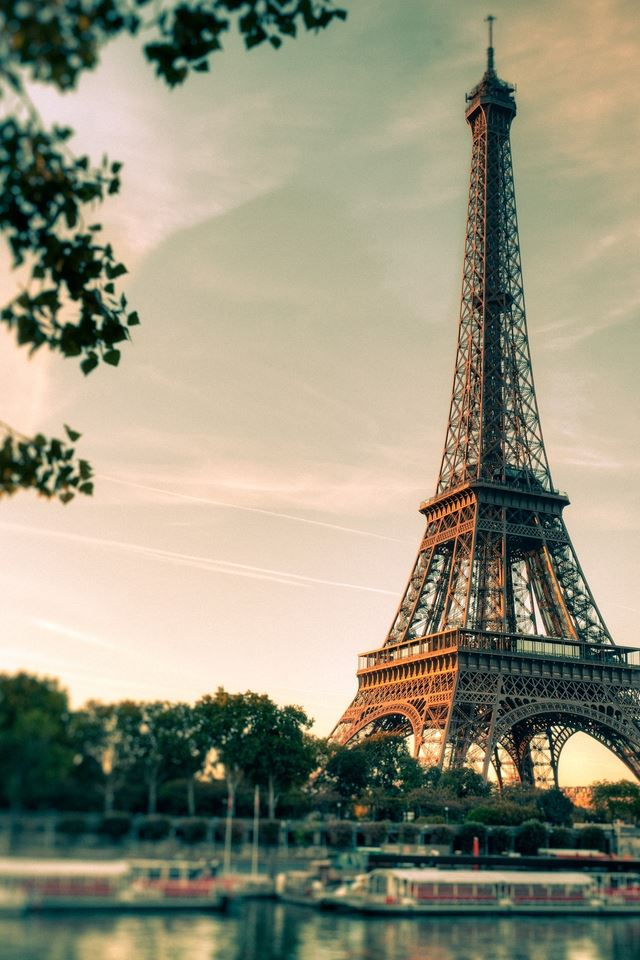 Lovely Eiffel Tower View iPhone 4s wallpaper