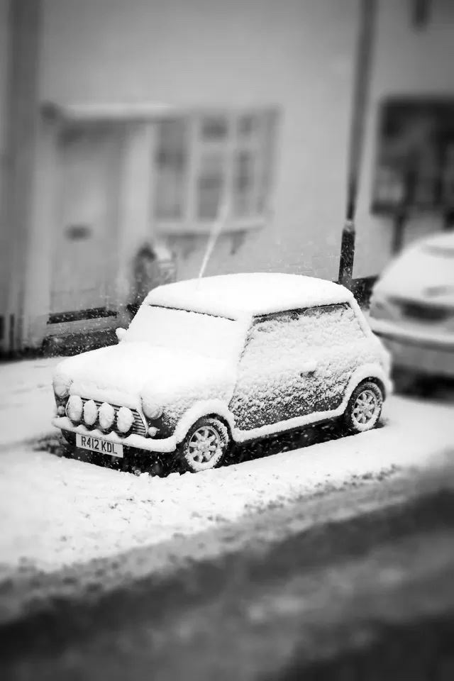 Snow Covered Car IPhone 4s Wallpaper