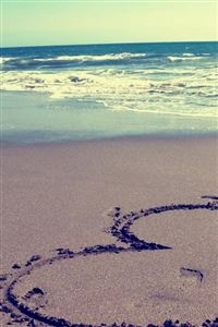 Beach love iPhone 4s wallpaper