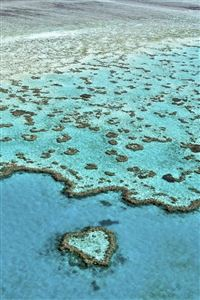 Heart shaped island iPhone 4s wallpaper