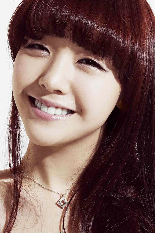 Mina Girl's Day Smile iPhone 4s wallpaper
