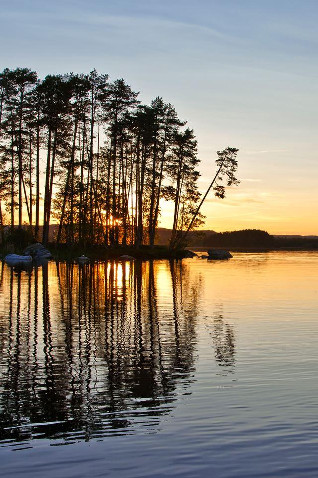Sunrise Lake iPhone 4s wallpaper