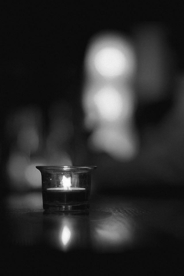 Candle Light Night Bw Bokeh Romantic iPhone 4s Wallpaper Download