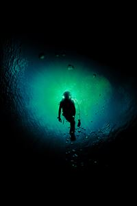 The sea diving iPhone 4s wallpaper