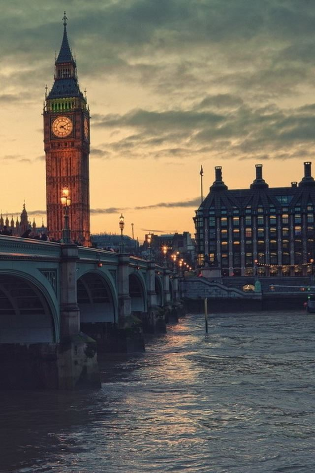 London At Dusk Iphone 4s Wallpaper Download Iphone Wallpapers
