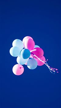 Flying Balloons In Blue Sky iPhone 6(s)~8(s) wallpaper