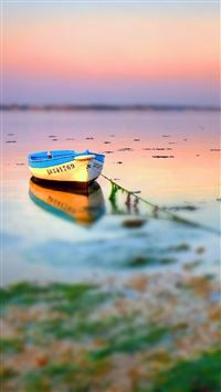 Boat On Lake Tilt Shift iPhone 6(s)~8(s) wallpaper