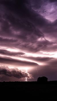Purple Clouds Lightning Over Field iPhone 6(s)~8(s) wallpaper