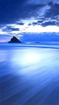 Wonderful Blue Gloomy Surging Beach Landscape iPhone 6(s)~8(s) wallpaper