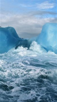 Ocean Surging Wave Penguin Iceberg iPhone 6(s)~8(s) wallpaper