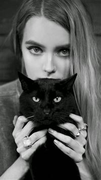 Blonde Girl With Black Cat iPhone 6(s)~8(s) wallpaper