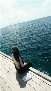 Sunny Ocean Lonely Sitting Girl Back iPhone 6(s)~8(s) wallpaper