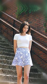 Kpop Girl Nara Hellovenus Jean Walking iPhone 6 wallpaper