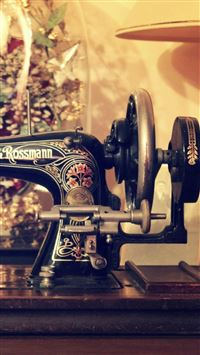 Retro Sewing Machine Table iPhone 6(s)~8(s) wallpaper