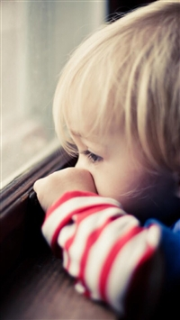Naive Cute Little Boy Watching Window iPhone 6(s)~8(s) wallpaper