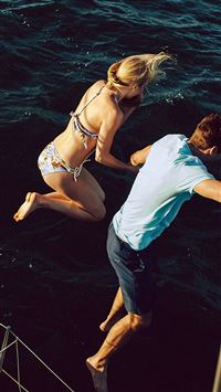 Funny Jumping Ocean Sea Lovers iPhone 6 wallpaper