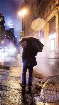 City Night Cloudy Lonely Man Umbrella iPhone 6(s)~8(s) wallpaper