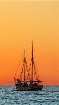 Sea Sail Boat Horizon iPhone 6(s)~8(s) wallpaper