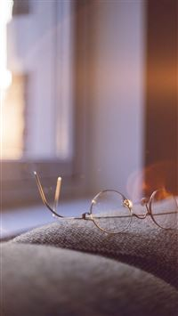 Lonely Quiet Day Home Glasses Sunlight Flare iPhone 6(s)~8(s) wallpaper
