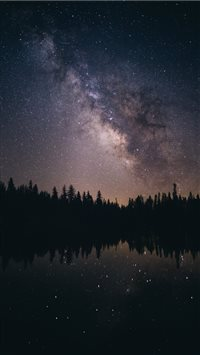 Milky way over lassen national park iPhone 6(s)~8(s) wallpaper