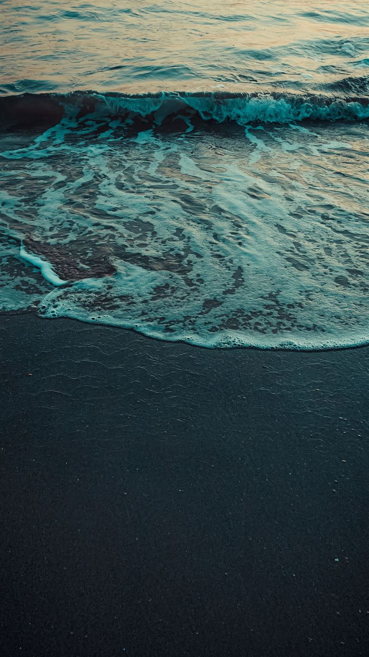 ocean waves crashing on shore during daytime iPhone 8 wallpaper