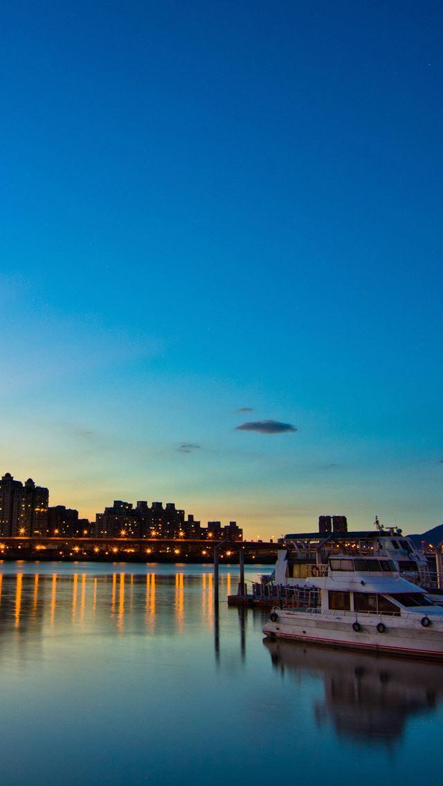 Evening City Lights IPhone Se Wallpaper
