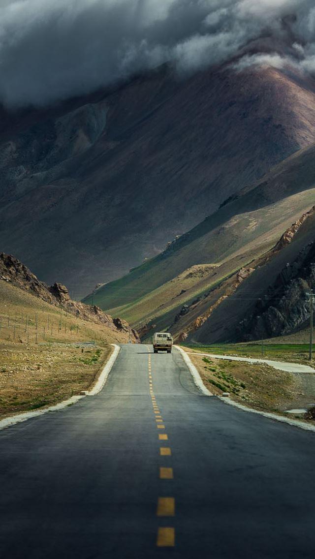Mountain Highway Iphone Se Wallpaper Download Iphone Wallpapers