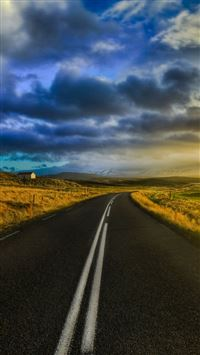 The open road in iceland iPhone 5(s/c)~se wallpaper