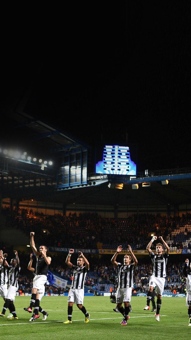 Juventus Fight Soccer Iphone Se Wallpaper Download Iphone