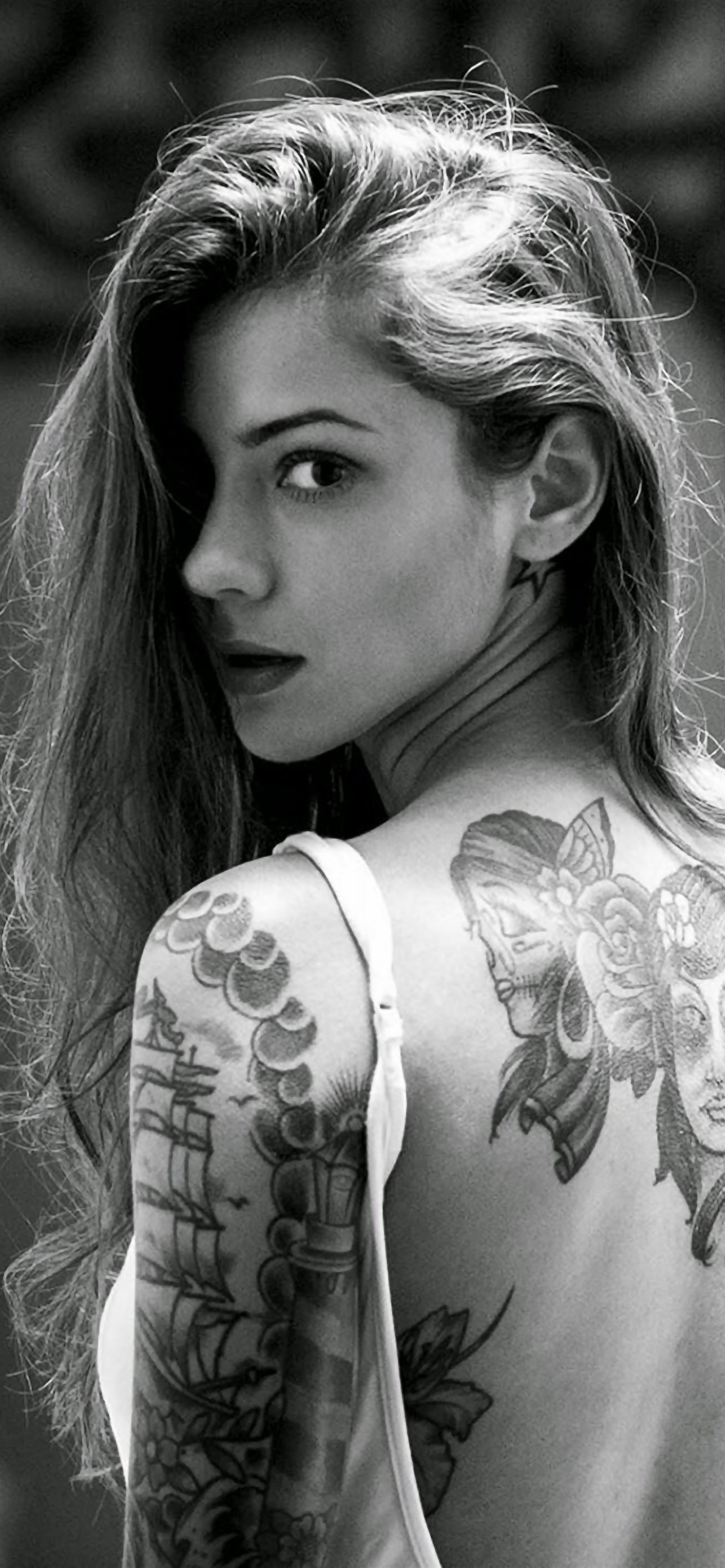 beautiful girl tattooed back iphone se wallpaper download | iphone
