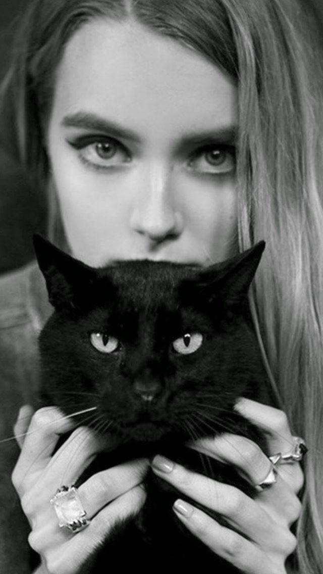Blonde Girl With Black Cat IPhone Se Wallpaper