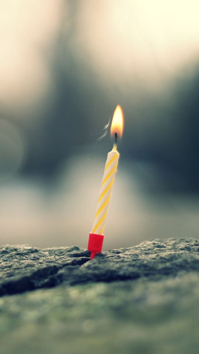 Small Candle iPhone se wallpaper