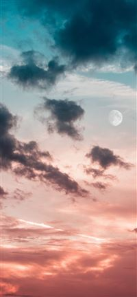 New moon iPhone 5(s/c)~se wallpaper