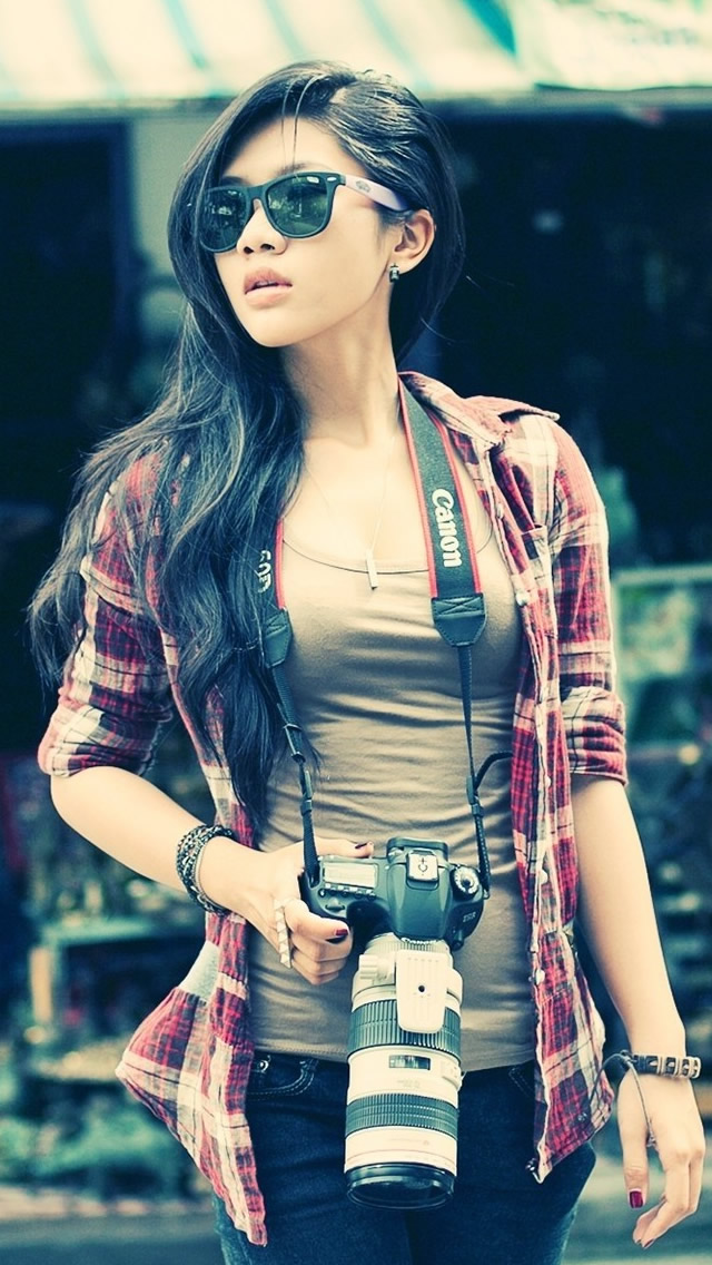Female photographer Canon Bokeh iPhone wallpaper