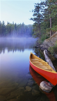 Boat on lake iPhone 5s wallpaper