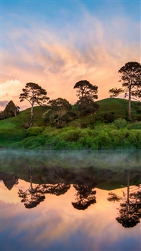 Hobbiton In The Morning iPhone 5s wallpaper
