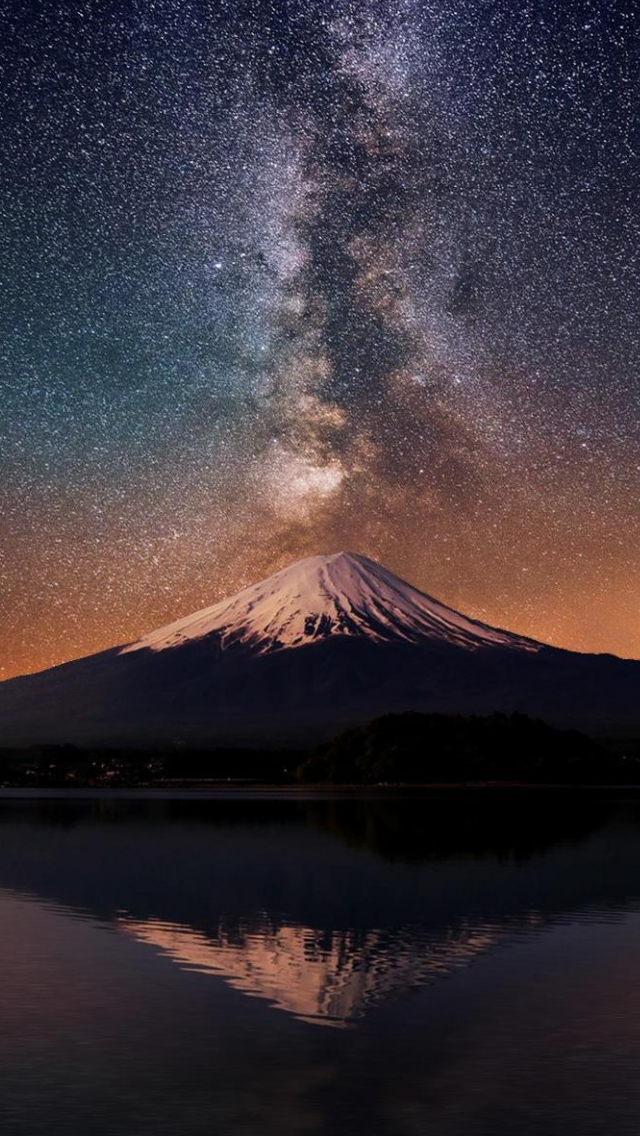 Milky Way Over Mt Fuji iPhone wallpaper