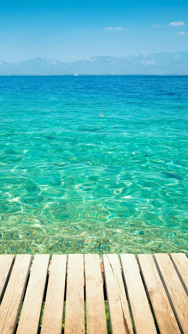 Clear Tropical Ocean Water Lockscreen iPhone wallpaper