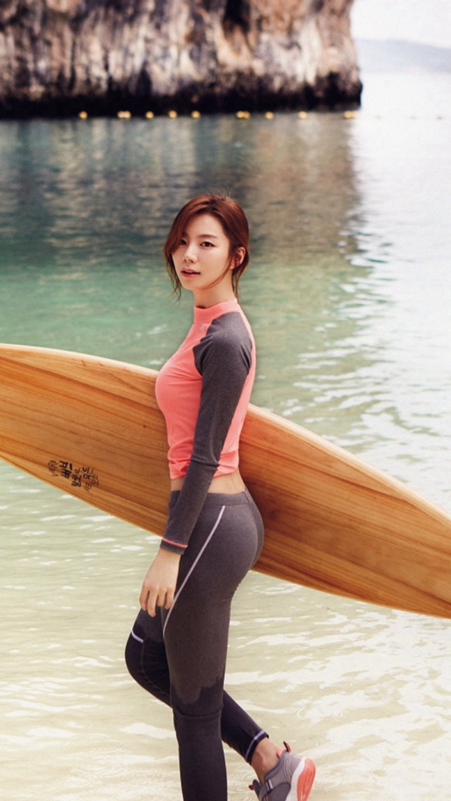Sujin Beach Swim Vacation Kpop Film iPhone wallpaper