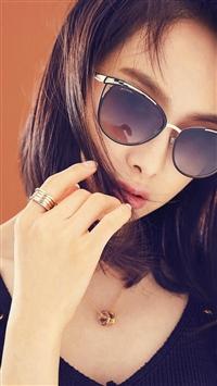 Victoria Kpop Girl Sunglass Beauty iPhone 5s wallpaper