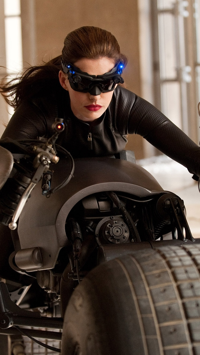Catwoman Selina Kyle iPhone wallpaper