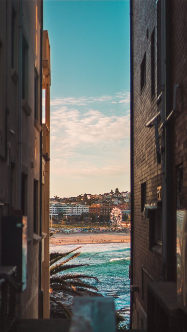 Bondi beach between two houses iPhone wallpaper