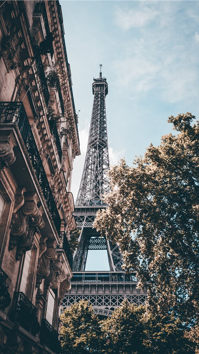 Day in Paris iPhone wallpaper