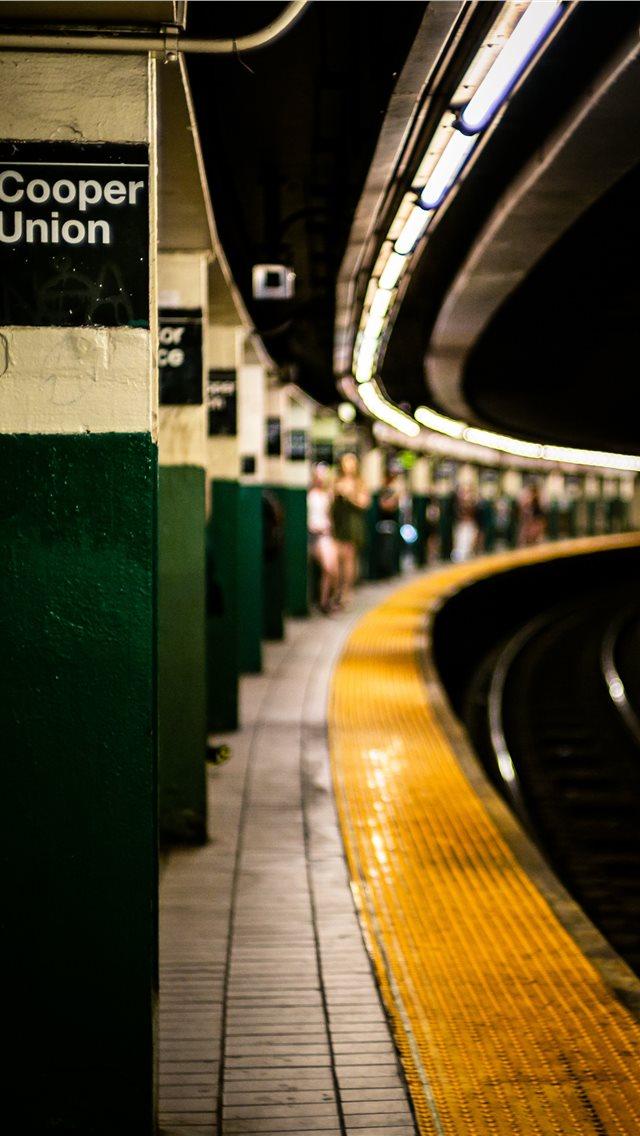 Subway      david watkis  iPhone wallpaper