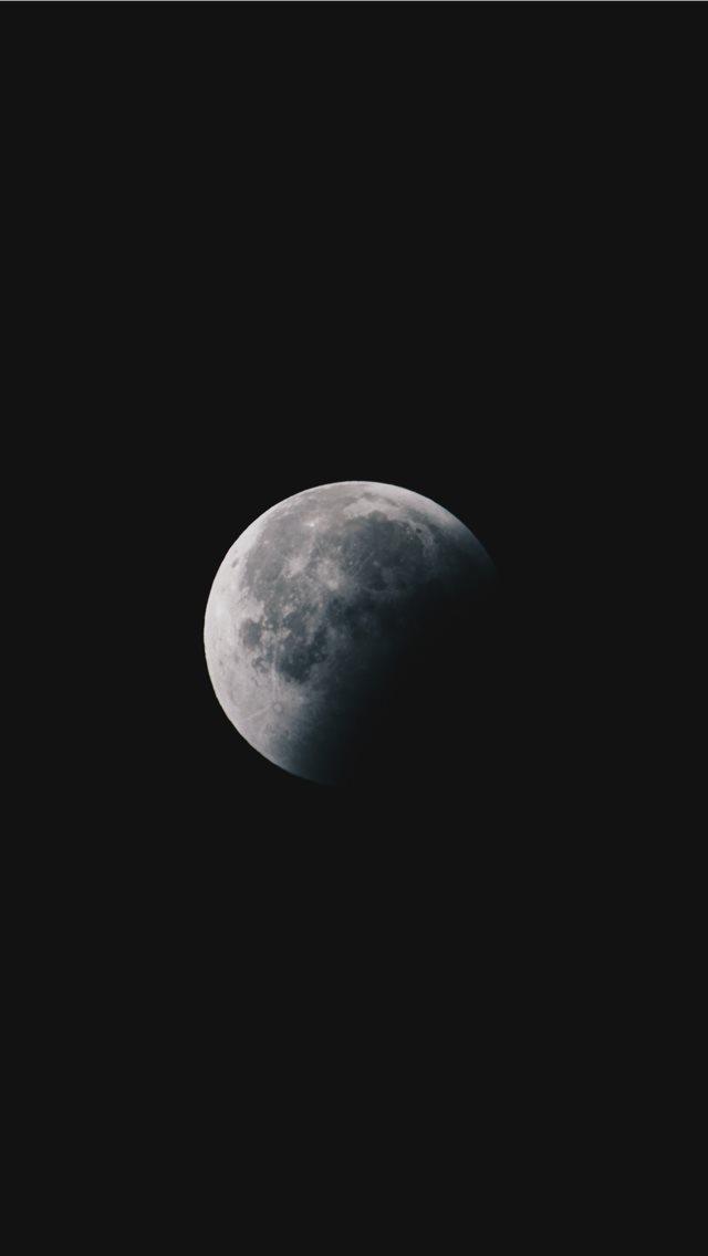 round white moon iPhone wallpaper