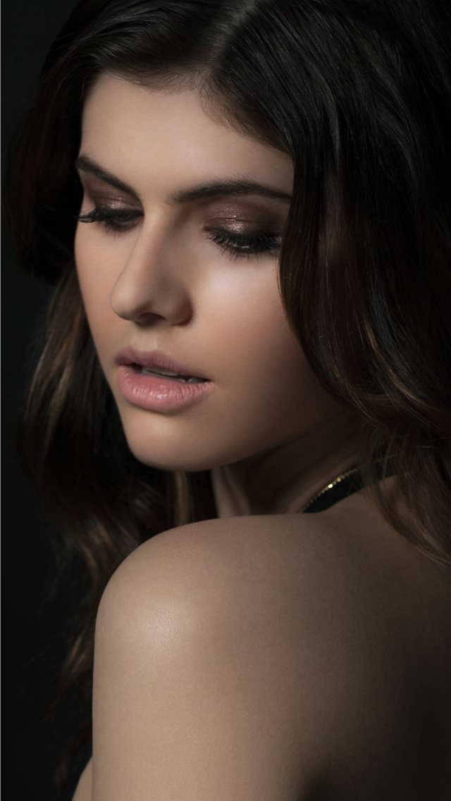 alexandra daddario 2019 new iPhone wallpaper